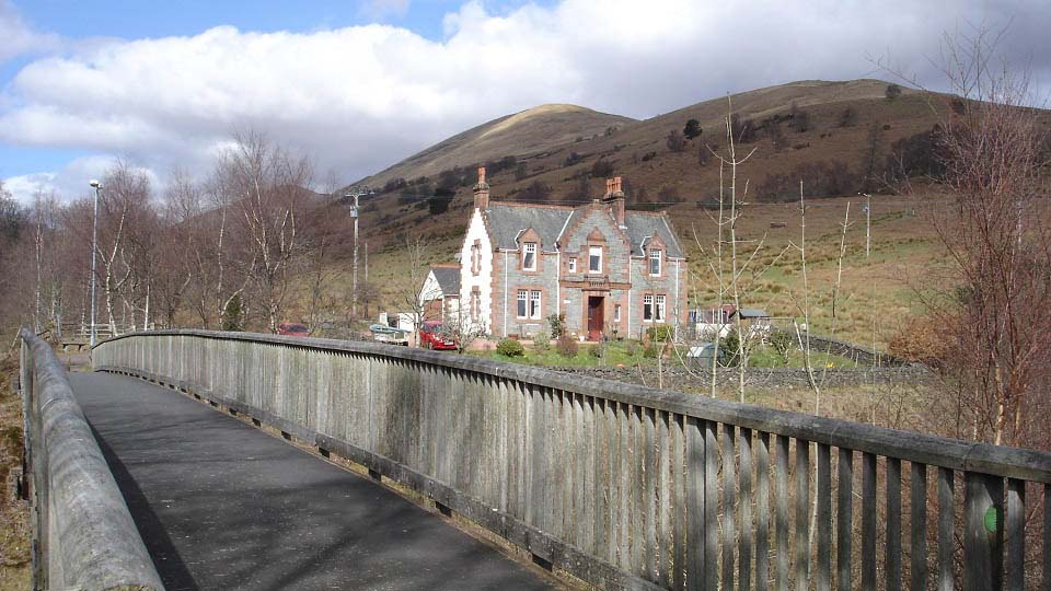Luss footbridge to the hills image